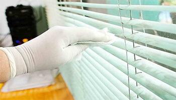 Как правильно мыть горизонтальные жалюзи для пластиковых окон